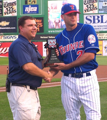 Brad Taylor (left) hands Alan Horne the 2007 EL Pitcher of the Year Award / Photo by MikeAshmore